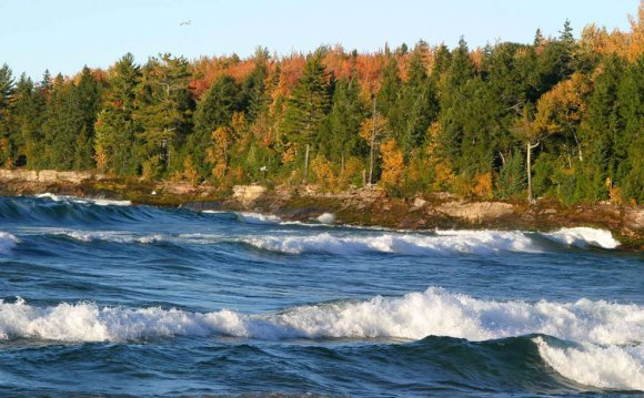Big Waves roll Lake Superior