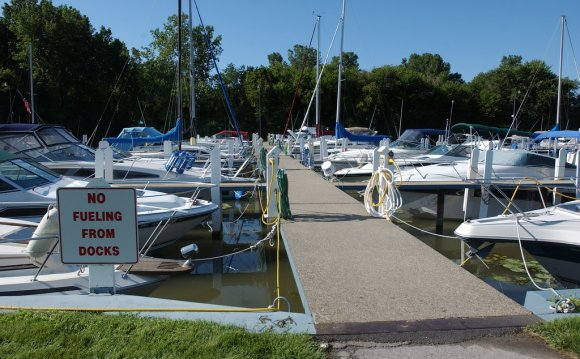 Lake Erie Metropark marina