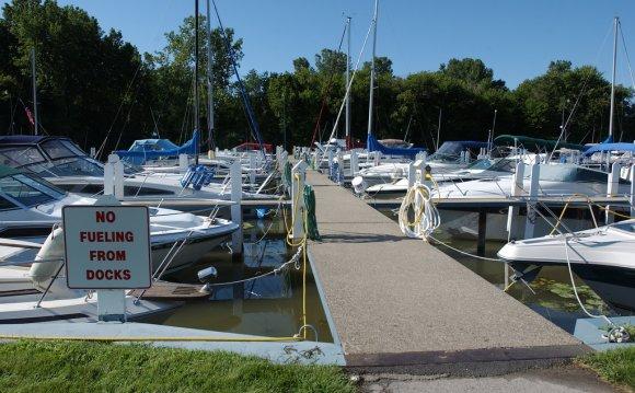Lake Erie Metropark marina