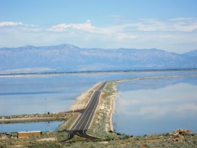 causeway separating great salt lake