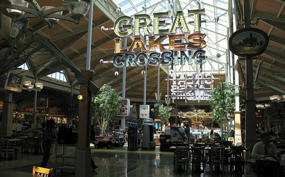 Great Lakes Crossing Food