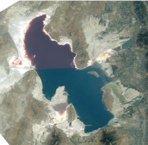 Great_Salt_Lake_ISS_2003